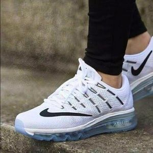 Nike Air Max Runners Black and White BRAND NEW
